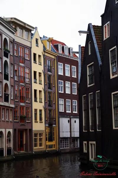 I canali di Amsterdam sono una delle cose da vedere se vuoi visitare amsterdam al meglio.