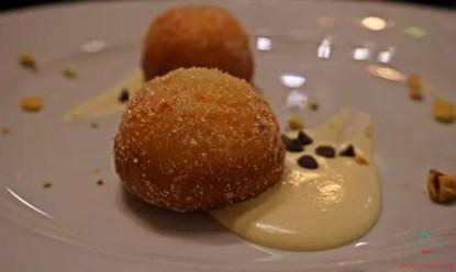 zeppole ripiene di ricotta al ristorante shalai di genova