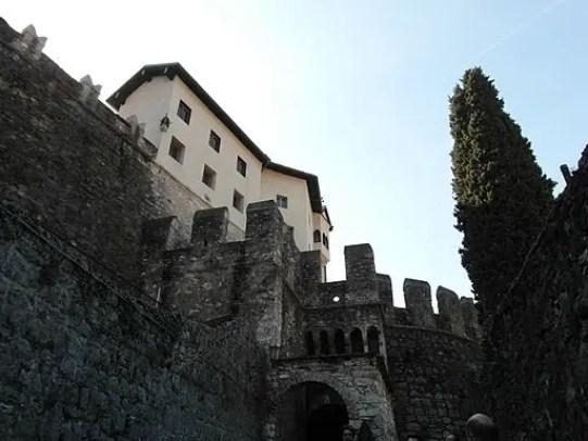 Il castello è una delle cose da vedere a rovereto. By Llorenzi [CC BY-SA 4.0 (https://creativecommons.org/licenses/by-sa/4.0)], from Wikimedia Commons