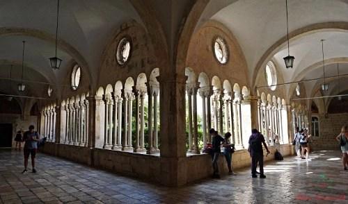 cosa vedere a dubrovnik: il chiostro del monastero francescano