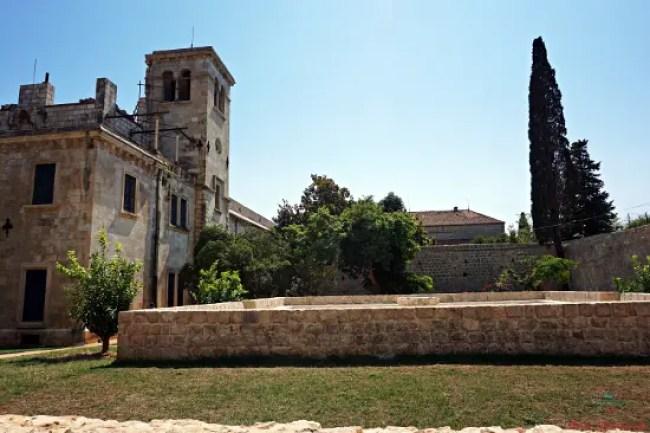 il monastero benedettino dell'isola di lokrum.