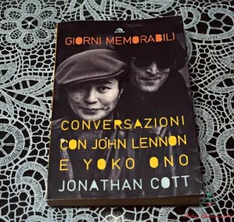 libri che parlano d'amore e di viaggi: giorni memorabili. conversazioni con John Lennon e Yoko Ono.
