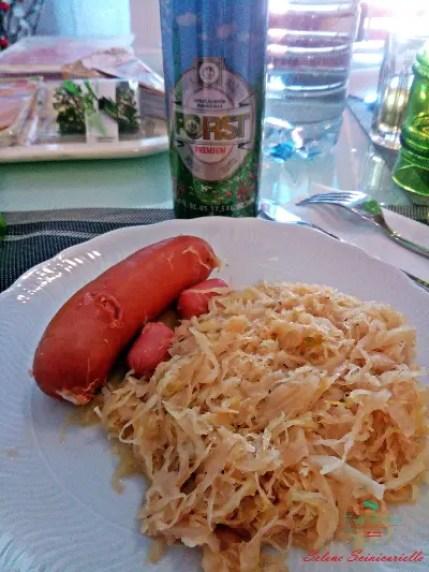 cosa mangiare a rovereto: Würstel, crauti e Forst..