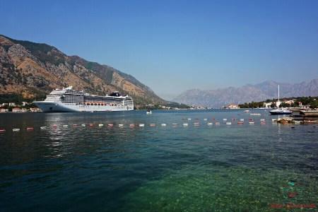 Crociere nel fiordo delle bocche di cattaro in montenegro.