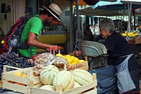 cosa vedere a trogir: il mercato della frutta.