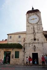cosa vedere a Trogir: la torre dell'orologio.