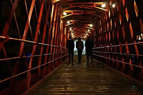 Pont de les Peixateries Velles di sera.