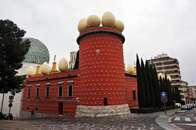 se ti stai domandando cosa fare a figueres, non puoi perderti il Il Teatro Museo Dalì di Figueres.