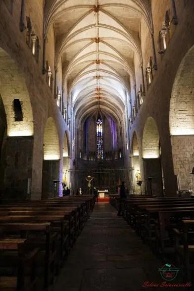 cosa vedere a girona in un weekend: l'Interno della Chiesa di Sant Feliu.