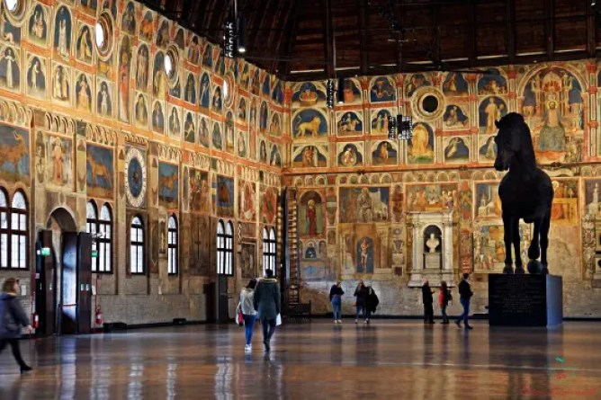 Cavallo ligneo conservato all'interno del Palazzo della Ragione di Padova.