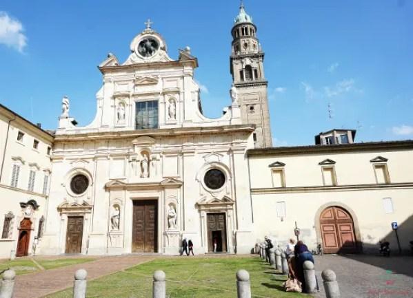 La facciata dell'Abbazia di San Giovanni Evangelista, Parma.