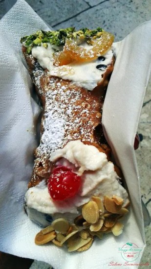 Cannolo siciliano.