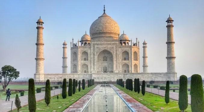 Il Taj Mahal ricorda il Palazzo del Sultano di Aladdin, uno dei cartoni animati che fanno venir voglia di viaggiare.