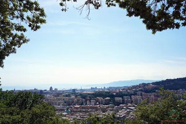 Panorama di Genova dall'alto dal Santuario della Madonna del Monte.