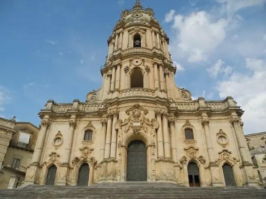 La Cattedrale di Modica. La città siciliana è una delle location della serie tv Il Commissario Montalbano.
