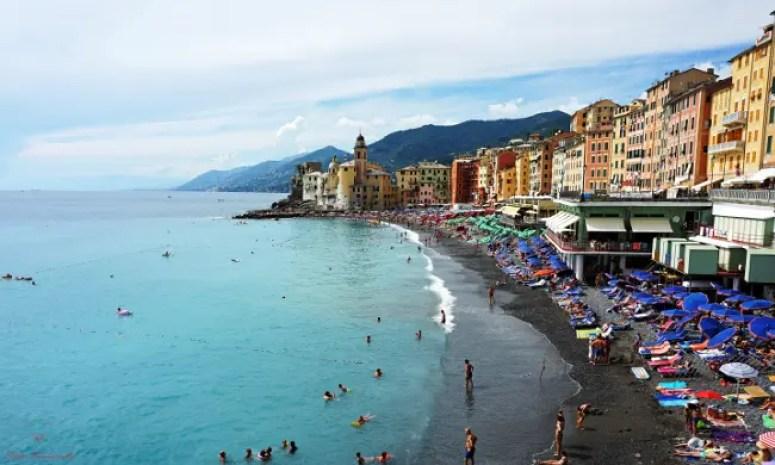 La spiaggia di Camogli è uno dei posti migliori dove andare al mare a Genova.