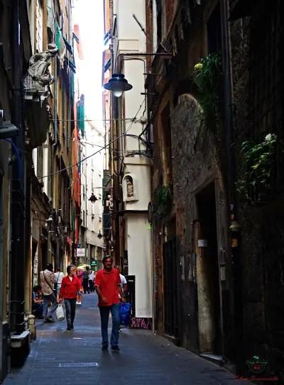 In via Canneto il Lungo c'è il Bar degli asinelli, uno dei migliori posti per un aperitivo in centro a Genova.
