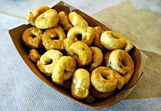 Ciotolina di taralli, uno dei prodotti pugliesi da assaggiare assolutamente a Ruvo di Puglia.