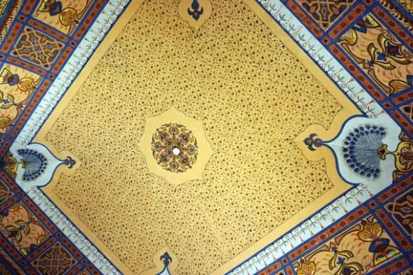 Vuoi sapere cosa vedere a ruvo di puglia? Una delle sue bellezze sono certamente i soffitti dipinti di palazzo caputi.