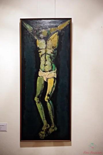 Vuoi sapere cosa vedere a Ruvo di Puglia? Non perderti Il Crocifisso di Domenico Cantatore, opera conservata alla Pinacoteca Comunale.