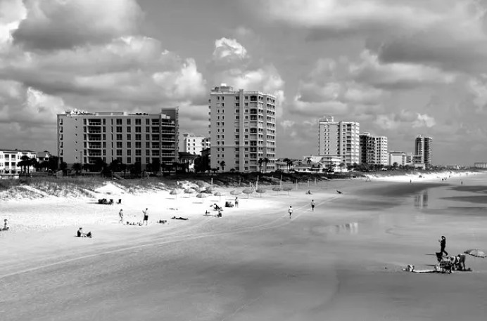 Visiting Jacksonvill, Florida with a local: the beach of the city.