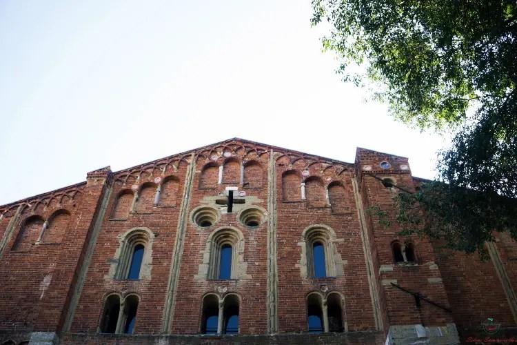 Facciata della Chiesa di San Pietro in Ciel d'Oro.