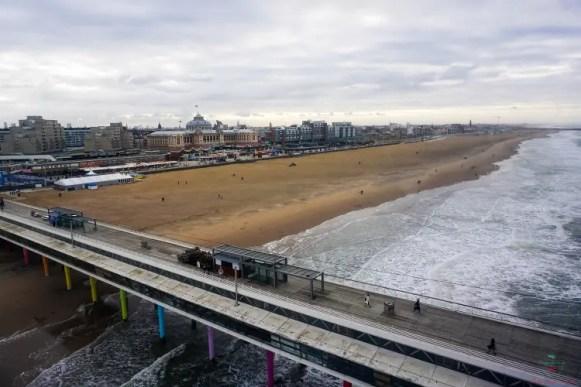 Panorama sulla spiaggia di Scheveningen dalla ruota panoramica.