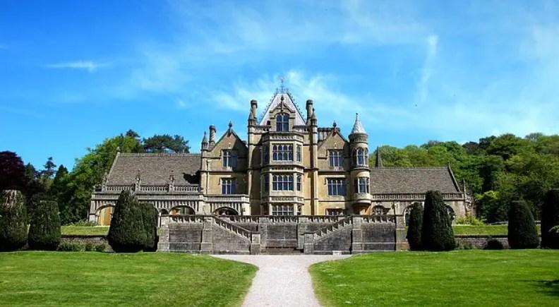 Tenuta nella contea inglese come quelle descritte da Jane Austen in Orgoglio e pregiudizio, uno dei libri ambientati in inghilterra.