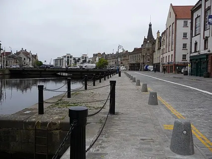 Leith. alljengi from Edinburgh [CC BY-SA 2.0 (https://creativecommons.org/licenses/by-sa/2.0)], via Wikimedia Commons