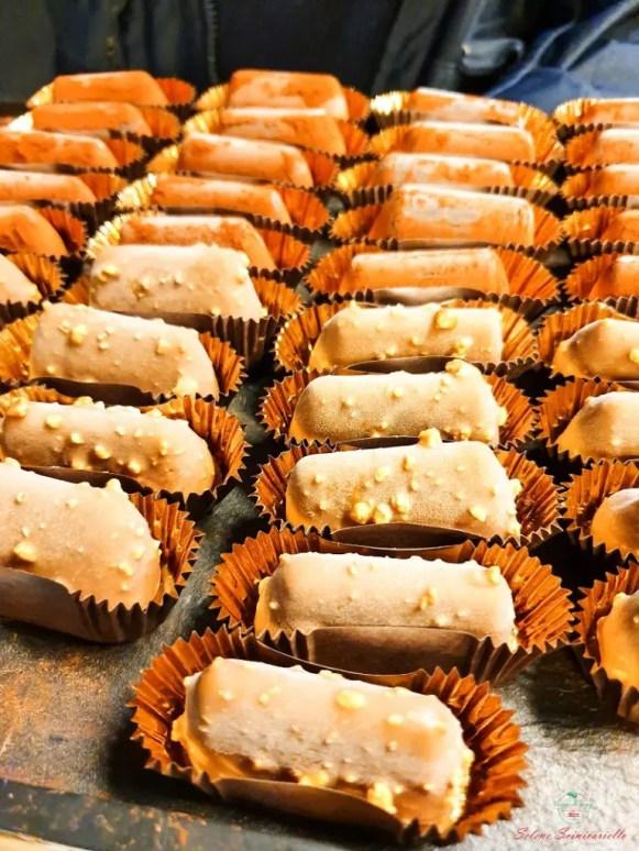 Le praline della gelateria Mara dei Boschi nel quartiere di San Salvario a Torino.