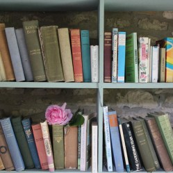 La Garden Library a Uptonwold