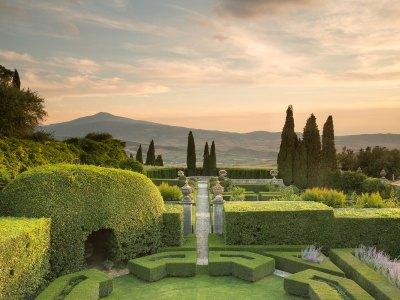 Val d'Orcia tra giardini e natura