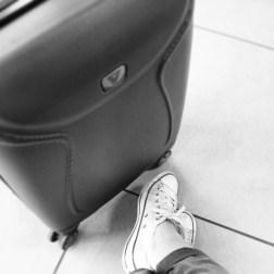 Attesa. Che al ritorno è sempre piacevole, ma mai alla partenza. Specialmente se quell'aereo mi deve portare in Calabria. Un'attesa che ho odiato, fatta di minuti rubati alla felicità.