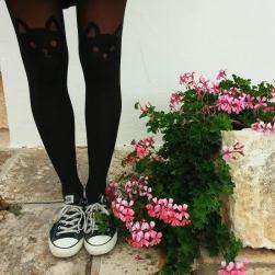 Dettagli di un sabato mattina ad Alberobello. Laura indossa queste calze che sono diventate un po' le protagoniste della giornata e tra foto e chiacchiere si scoprono persone e sorrisi che sei felice di aver incontrato sulla tua strada.