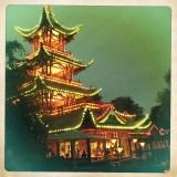 pagoda cinese illuminata a Tivoli