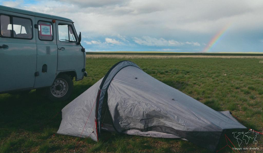in tenda nel deserto del gobi
