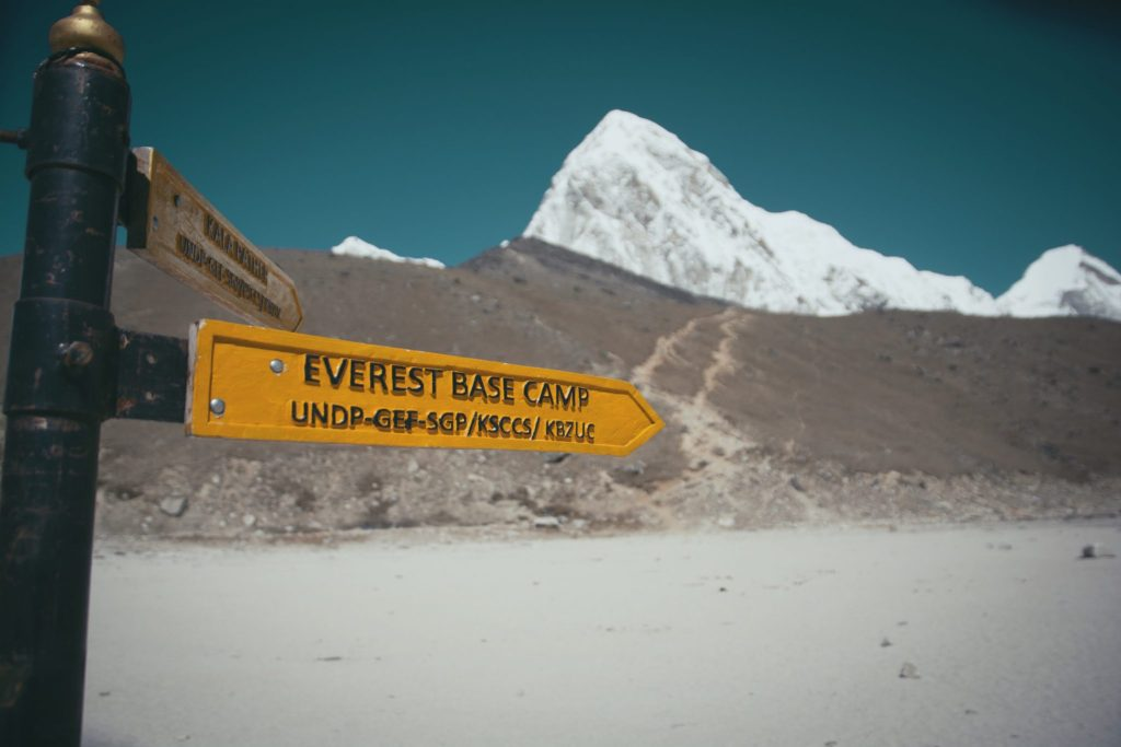everest base camp cartello