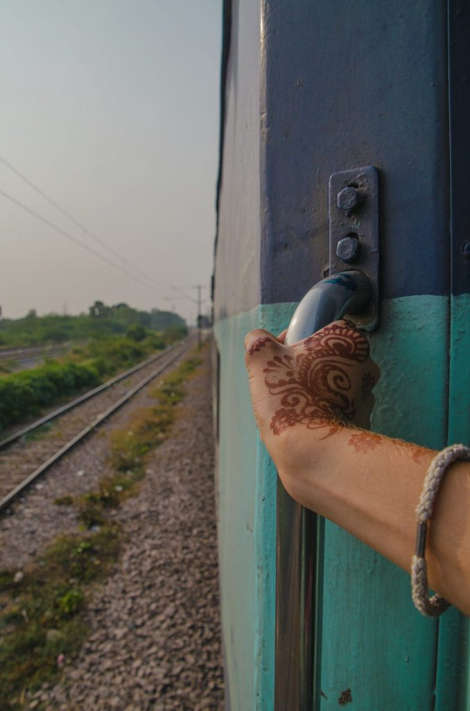 treni indiani porte aperte