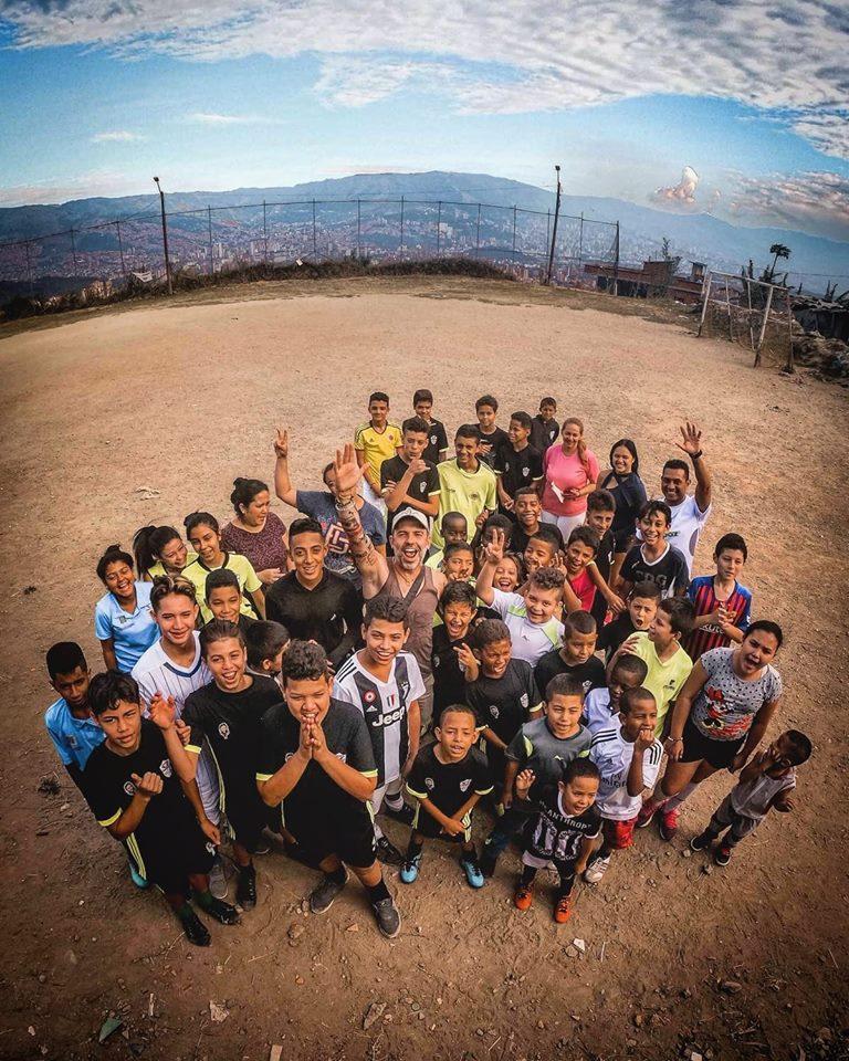 cambiare vita a 40 anni - squadra nel campo da calcio