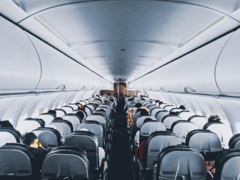aereo mezzo vuoto coronavirus