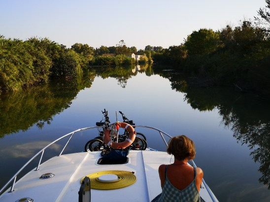 houseboat in camargue