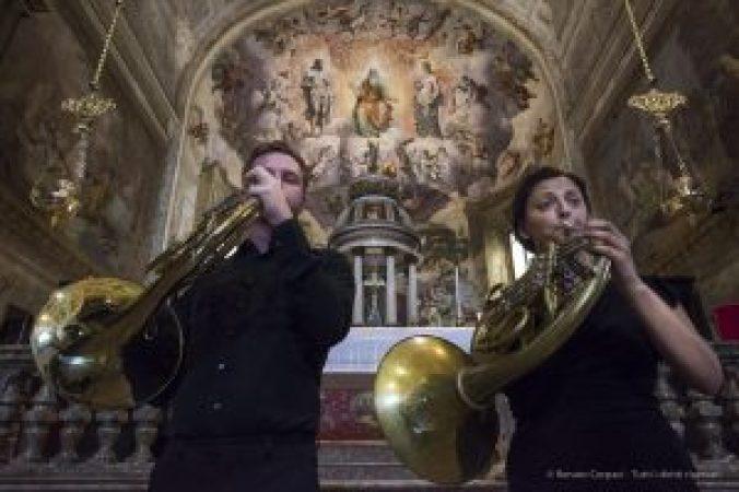 """Civico Corpo Musicale di Vimercate. Concerto per due corni. Collegiata di Santo Stefano, Vimercate. Nikon D810, 24 mm (24.0 mm ƒ/1.4) 1/30"""" ƒ/11 ISO 6400"""