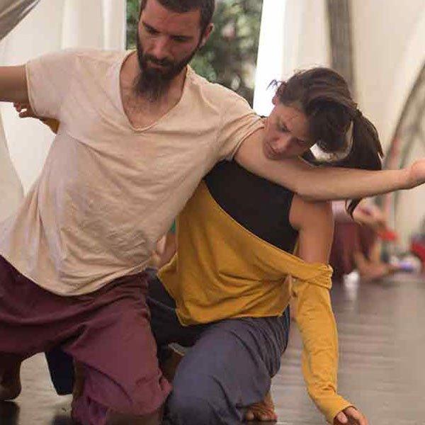 Le 9 migliori cose da fare a Siviglia durante la notte contact improvisation dance