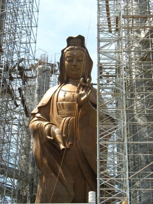 Il budda più alto della malesia in restauro