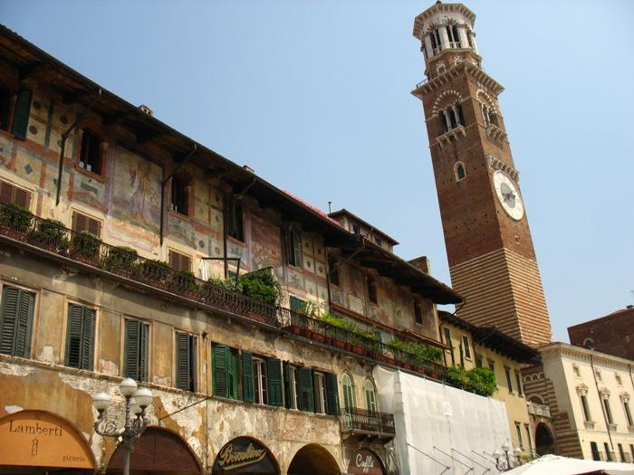 Due sorelle a verona due giorni tra balconi e tenori for Dormire a bologna centro storico
