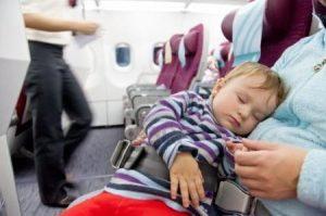Come funziona la cintura di sicurezza per un neonato in aereo