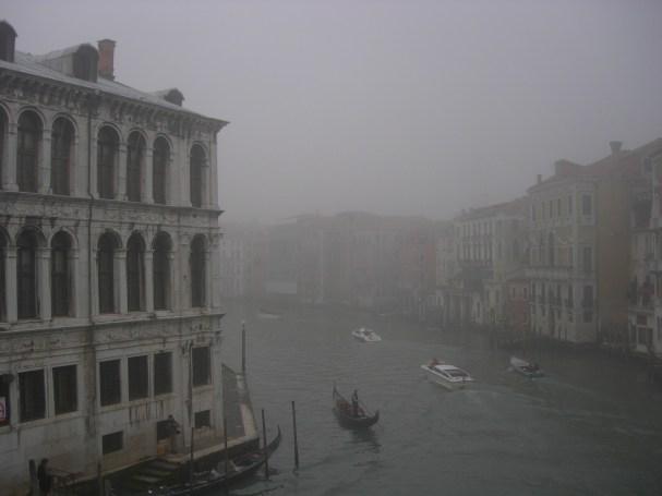 El Gran Canal envuelto en niebla