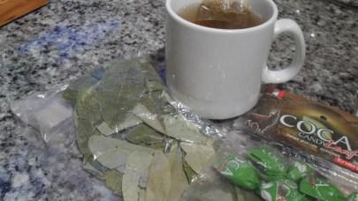 Té de coca y hojas de coca al natural