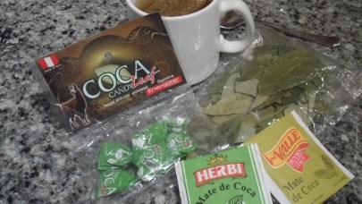 Caramelos, hojas y té de coca