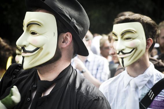 Gay parade_Contra la Cienciologíaweb